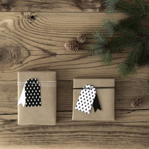 kerstversiering-labels-christmas-tree-black-white