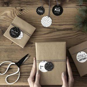 kerstversiering-labels-kerstballen-black-white