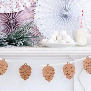 kerstversiering-houten-slinger-dennenappel-rustic-christmas
