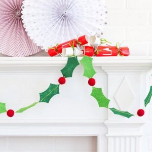 kerstversiering-vilten-slinger-holly-berries-scandinavian-christmas-2