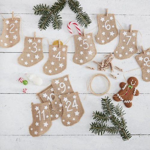 kerstversiering-adventskalender-hessian-stockings-let-it-snow-2