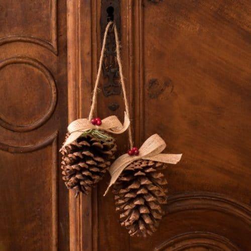 kerstversiering-hangende-decoratie-dennenappel (1)