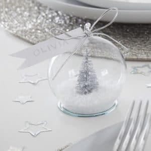 kerstversiering-plaatskaarthouders-met-kaartjes-snowglobe-silver-glitter