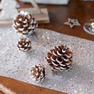 kerstversiering-houten-decoratie-fir-cones-wit-2