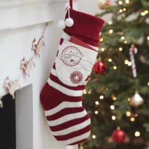 kerstversiering-stocking-red-white-merry-everything-2